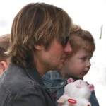 Keith Urban Flies Private With His Girls