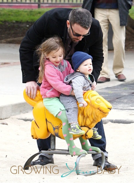 Ben-Affleck-with-kids-Samuel-and-Violet