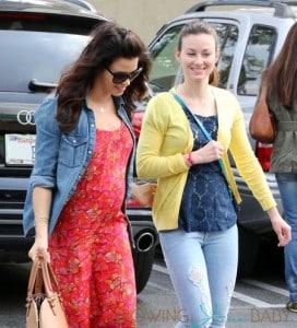 Pregnant Jenna Dewan Grabs A Smoothie At Earth Bar
