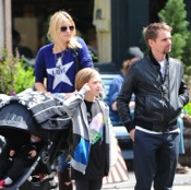Kate Hudson Strolls Through The Big Apple With Her Family