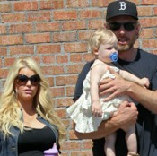 Jessica Simpson & Eric Johnson Lunch With Their Little Lady!