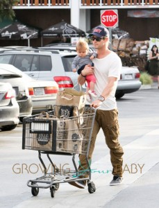 Actor Chris Hemsworth takes his adorable daughter India Rose for some grocery shopping in Los Angeles