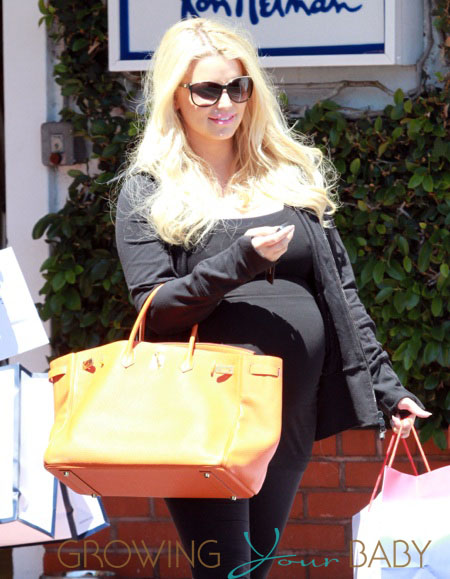 Pregnant Jessica Simpson Shops With Friends