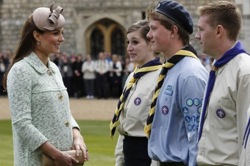 Pregnant kate middleton Mullberry Jacket Queens scouts