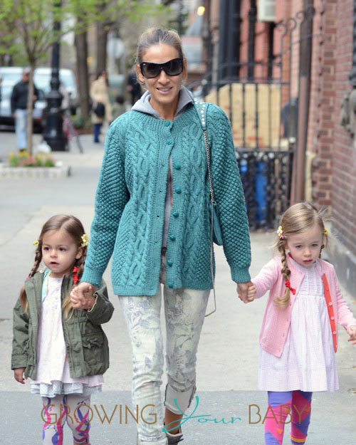 Sarah Jessica Parker Takes Her Daughters To School.