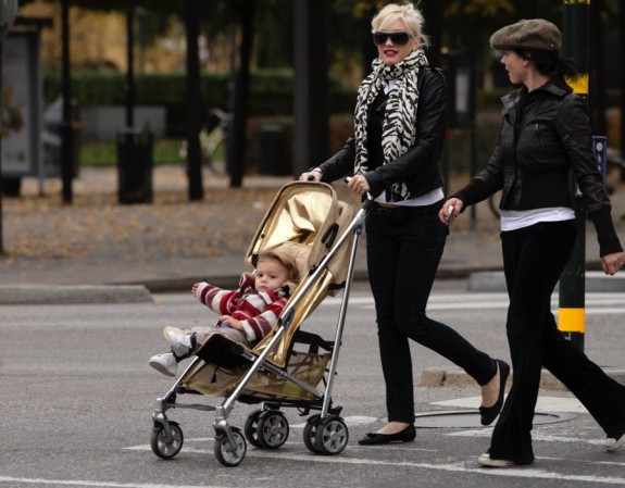 gwen stefani and kingston in Sweden - Gold Ziko stroller