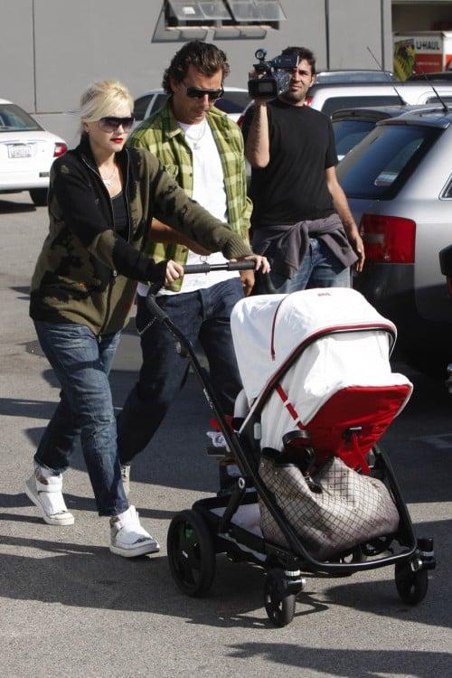 gwen stefani pushing a Brio Go stroller LA