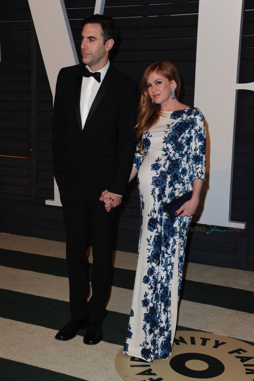 A very pregnant Isla Fisher and husband Sacha Baron Cohen at the 2015 Vanity Fair Oscar Party