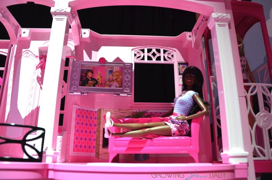Barbie 2015 Dream house - living room - Growing Your Baby