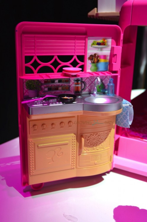 Barbie Pop-up Camper - kitchen