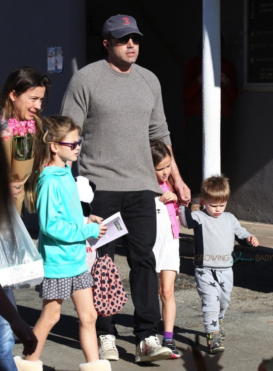 Ben Affleck at the farmer's market with kids Violet, Seraphina and Sam