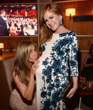isla fisher and jennifer aniston at the Vanity Fair Party