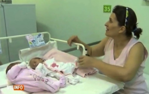 romanian twins born 7 weeks apart