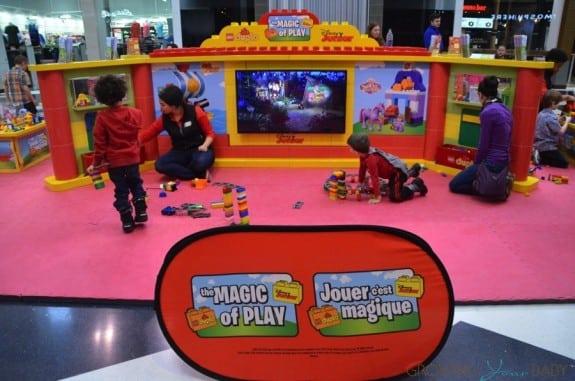 Magic of Play Lego Duplo Mall Booth - Disney Junior