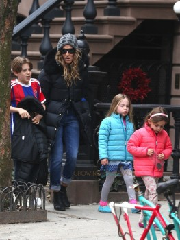 Sarah Jessica out with kids James, Marion & Tabitha Broderick