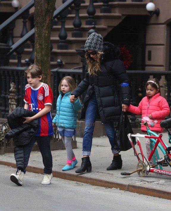 Sarah Jessica out with kids James, Marion and Tabitha Broderick