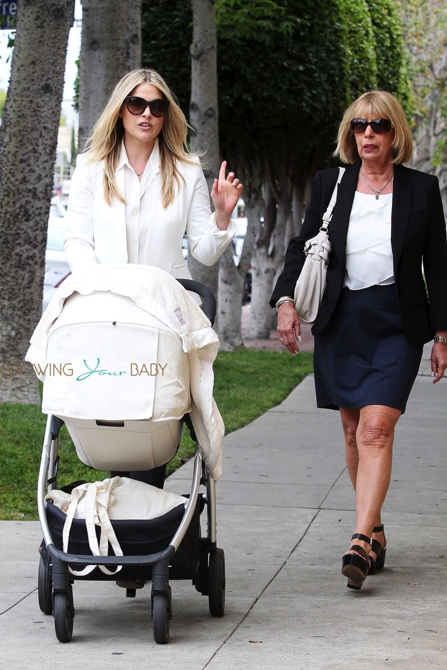 Ali Larter Steps Out With Her Daughter Vivienne Growing