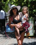 Bethenny Frankel and daughter Bryn soak up the sun on the beach in Miami