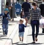 Jennifer Garner Visits The Market With Sam & Seraphina
