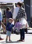 Jennifer Garner Visits The Market With Sam and Seraphina