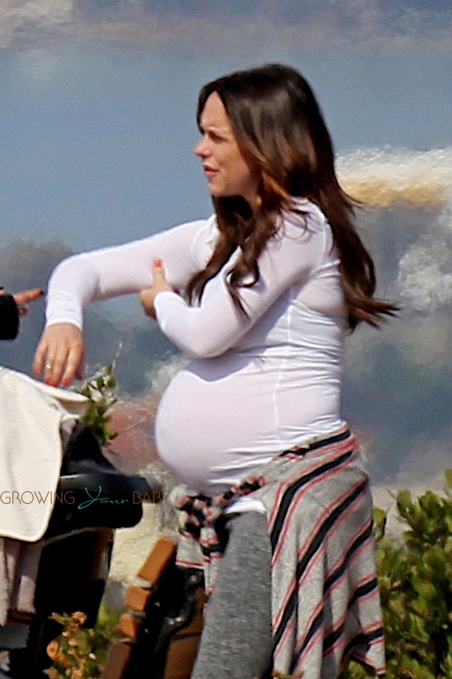 Very Pregnant Jennifer Love Hewitt Out For A Stroll With
