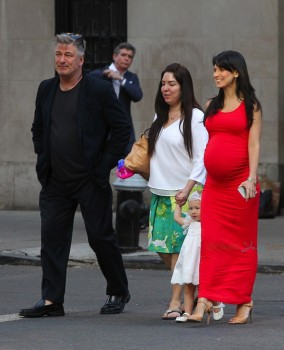 Alec and a Pregnant HIlaria Baldwin out in NYC with daughter Carmen