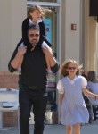 Ben Affleck & Jennifer Garner grab Ice Cream with daughter Seraphina and Violet