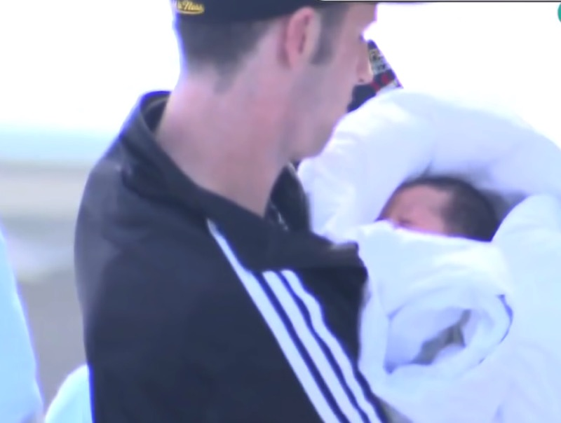 Girl, Who Was Unaware She Was Pregnant, Gives Birth On Flight To ...