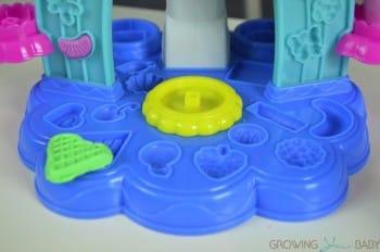 Play-Doh Sweet Shoppe Swirl & Scoop Ice Cream Playset  - molds
