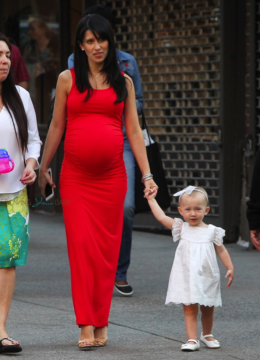 Pregnant Hilaria Baldwin Out In Nyc With Daughter Carmen