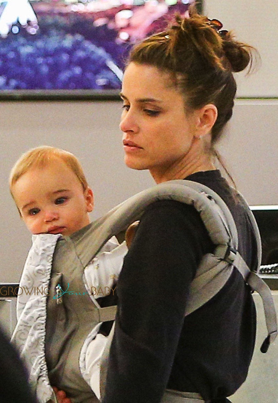 Amanda Peet at LAX with son Henry - Growing Your Baby