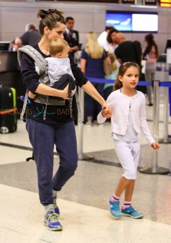 Amanda Peet travels with her kids Molly, Frances and Henry Benioff