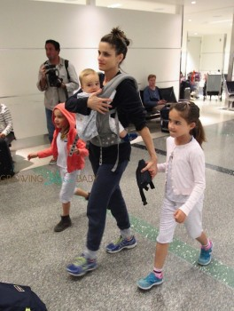 Amanda Peet travels with kids Molly, Frances and Henry Benioff