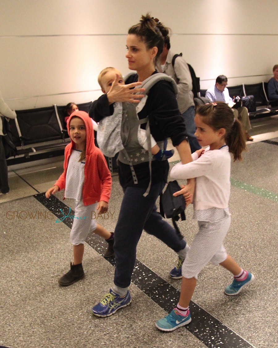 Amanda Peet travels with kids Molly, Frances and Henry ...