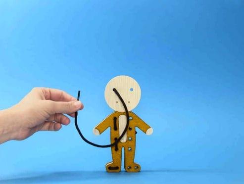 Bleebla Woodla lacing toys -