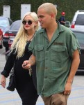 Pregnant Ashlee Simpson and Evan Ross step out for lunch in LA