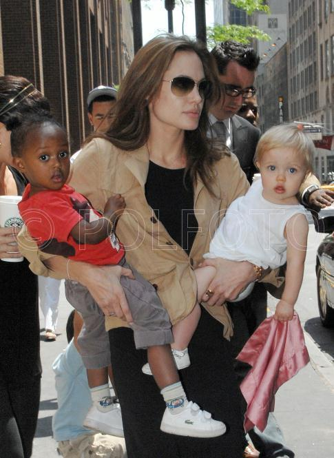 angelina+carrying+zahara+and+shiloh+NYC+061607