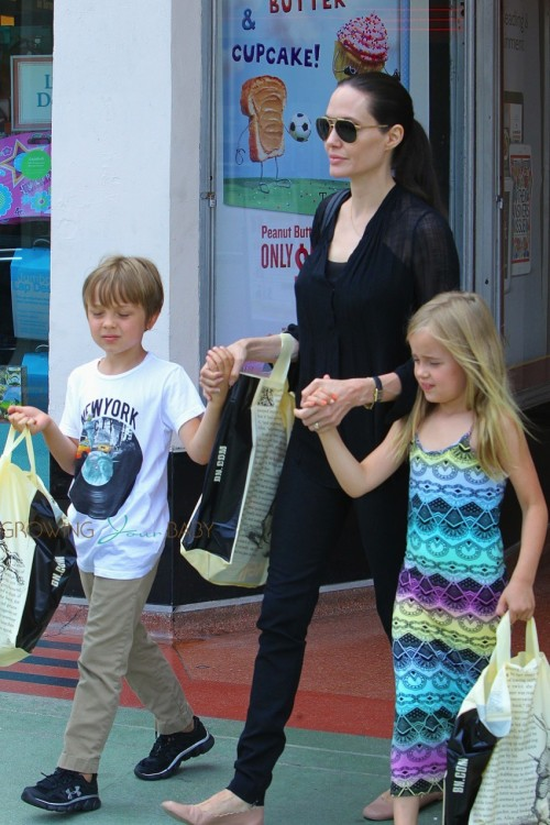 Angelina Jolie shops at Barnes and Nobel with twins Knox & Vivienne