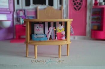 Barbie's GLAM Getaway House - dresser