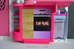 Barbie's GLAM Getaway House - kitchen