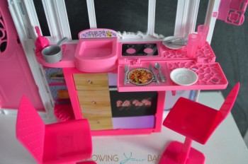 Barbie's GLAM Getaway House - kitchen 2