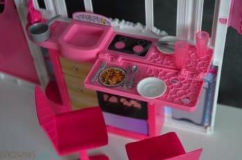 Barbie's GLAM Getaway House - kitchen