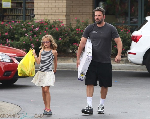 Ben Affleck visits the pet store with daughter Violet