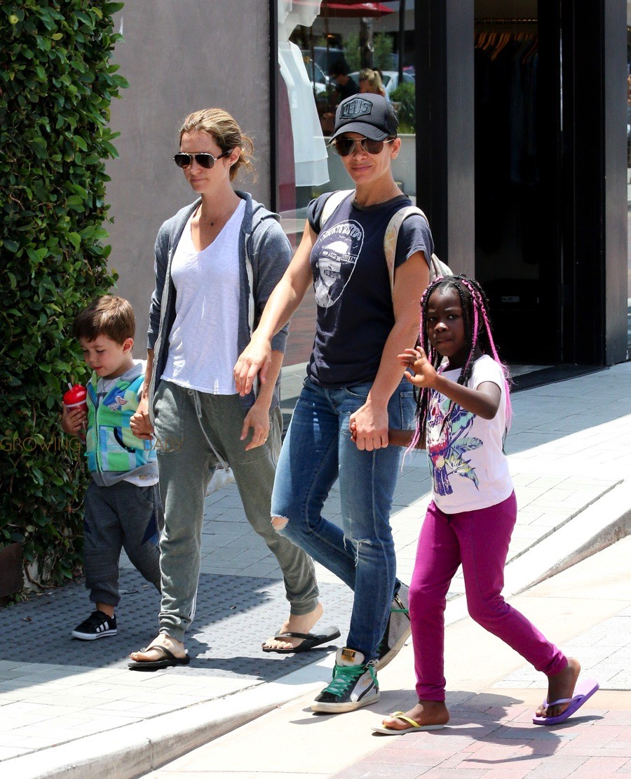 Jillian Michaels Visits The Malibu Market With Her Family!