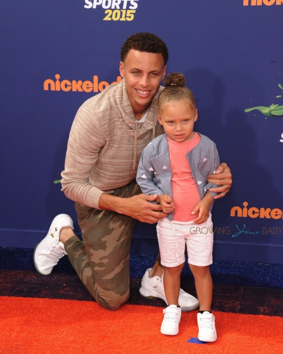 Stephen Curry and daughter Riley Curry arrive at the Nickelodeon Kids' Choice Sports Awards 2015
