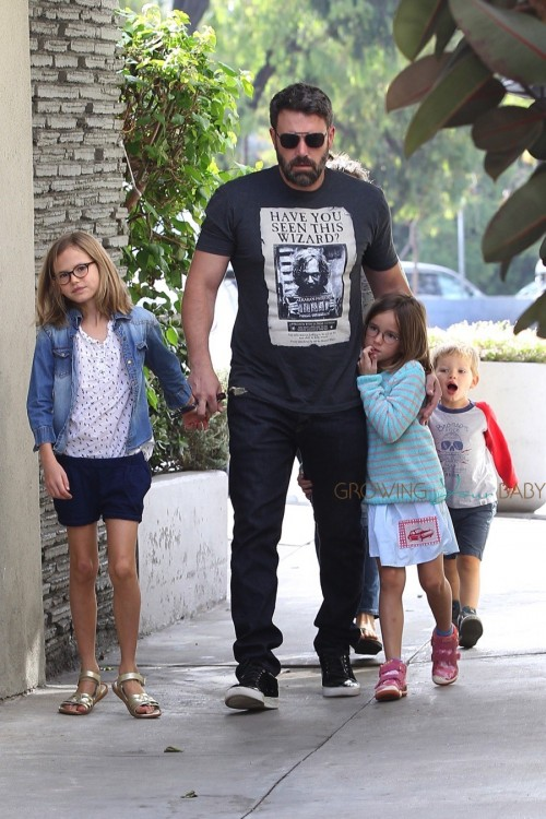Ben Affleck at the market with his kids Seraphina, Violet & Sam