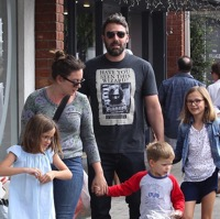 Ben Affleck Stocks Up At The Market With His Kids!
