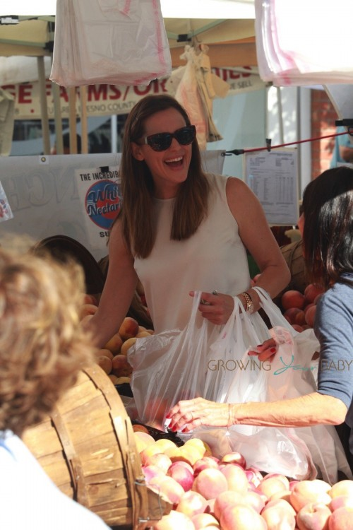 Jennifer garner at the Pacific Palisades Market