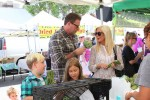 Tori Spelling and Dean McDermott at the farmer's market with their kids Liam, Stella, Finn & Hattie