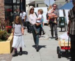 Tori Spelling and Dean McDermott leaving the farmer's market with their kids Liam, Stella, Finn and Hattie